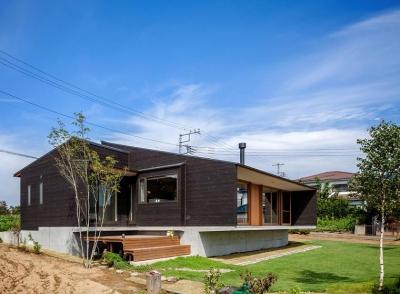外観と庭 (緩斜面の家 [2013])