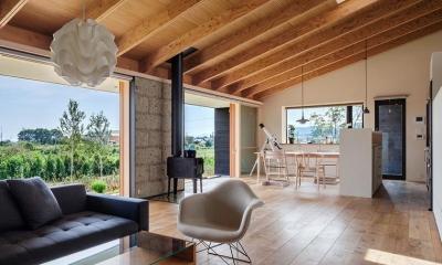 開放的なリビング|緩斜面の家 [2013]
