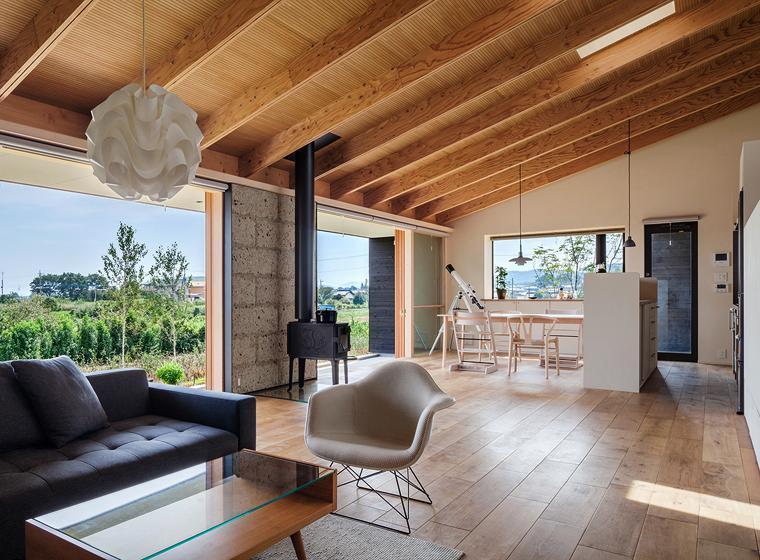 緩斜面の家 [2013]の写真 開放的なリビング