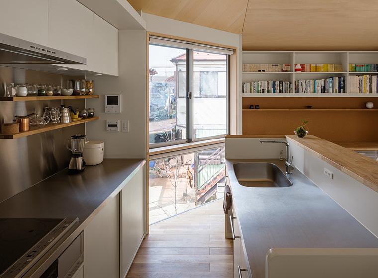 隅切りの家 [2013]の写真 シンプルなキッチン