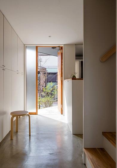 隅切りの家 [2013]の写真 玄関