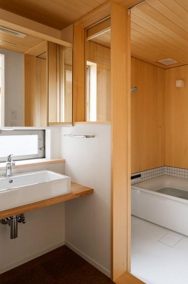 トンガリの家 [2014]の部屋 シンプルな洗面室・バスルーム