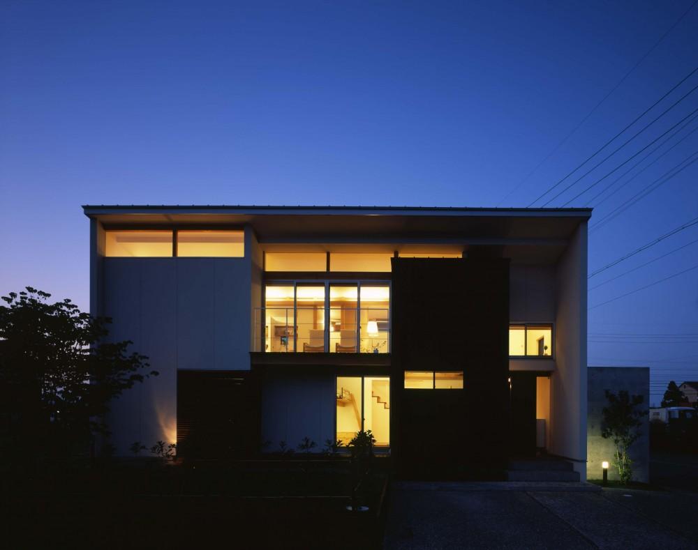 西中島の家 (夜のライトアップ  外観)