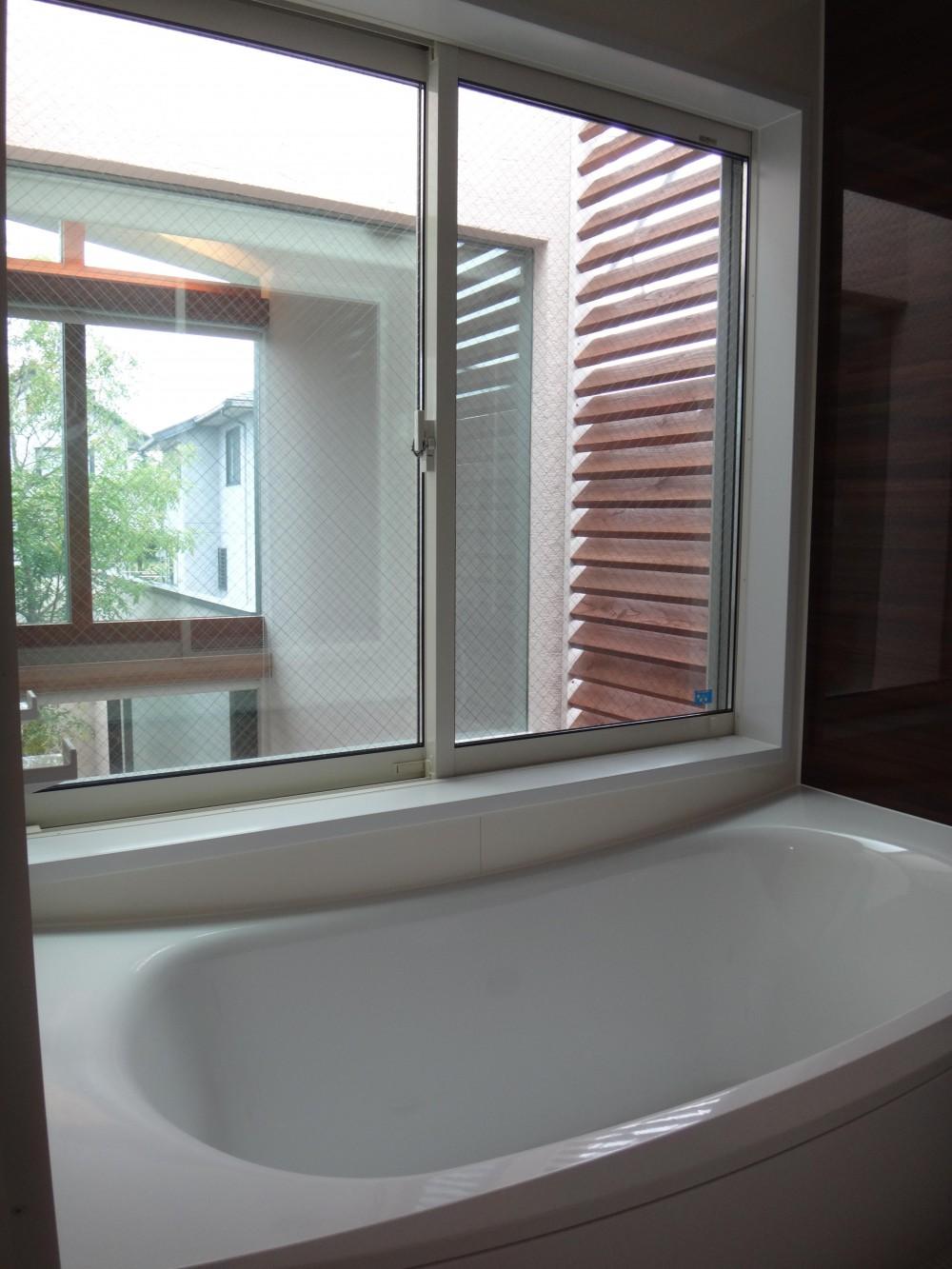 鏡島ベース (2階バスルーム)