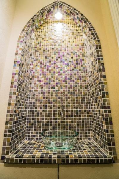 トイレ (海外の思い出がつまったアーチと曲線をモチーフにした個性的な住まい)