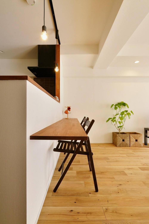 利便性のよいマンションでリラックス空間を (便利なカウンターテーブル)