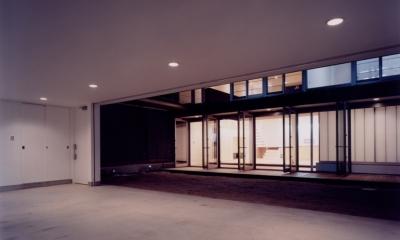 中村の家 (中庭につながる駐車場)