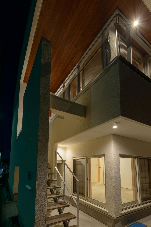 大谷口の省エネ高性能住宅/MATさんのスキップフロアー住宅 (南角の屋外階段)