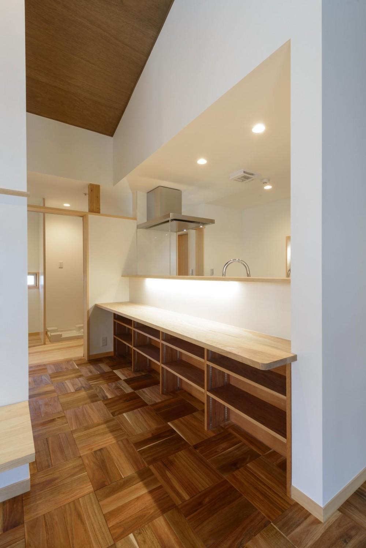 大谷口の省エネ高性能住宅/MATさんのスキップフロアー住宅 (キッチン)