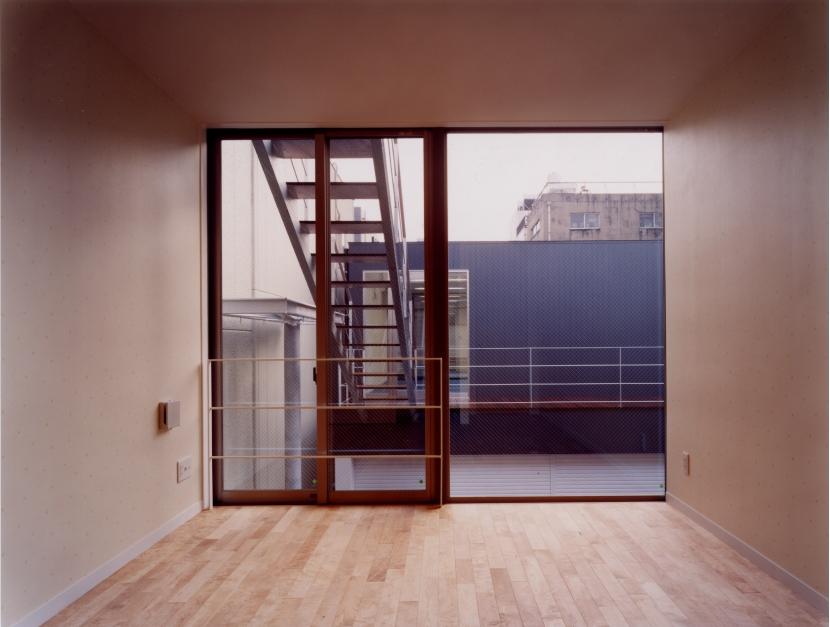 中村の家 (中庭を眺められる寝室)