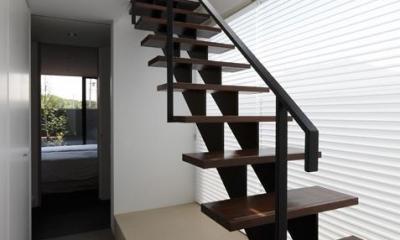 鳴海の家 (オープン階段)