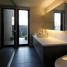 鳴海の家 (洗面室とトイレ)