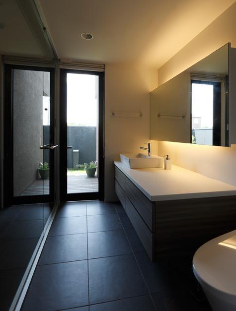 鳴海の家の写真 洗面室とトイレ