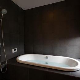 鳴海の家 (バスルーム)