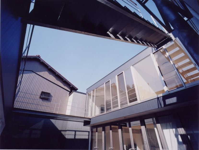 中村の家の部屋 中庭01
