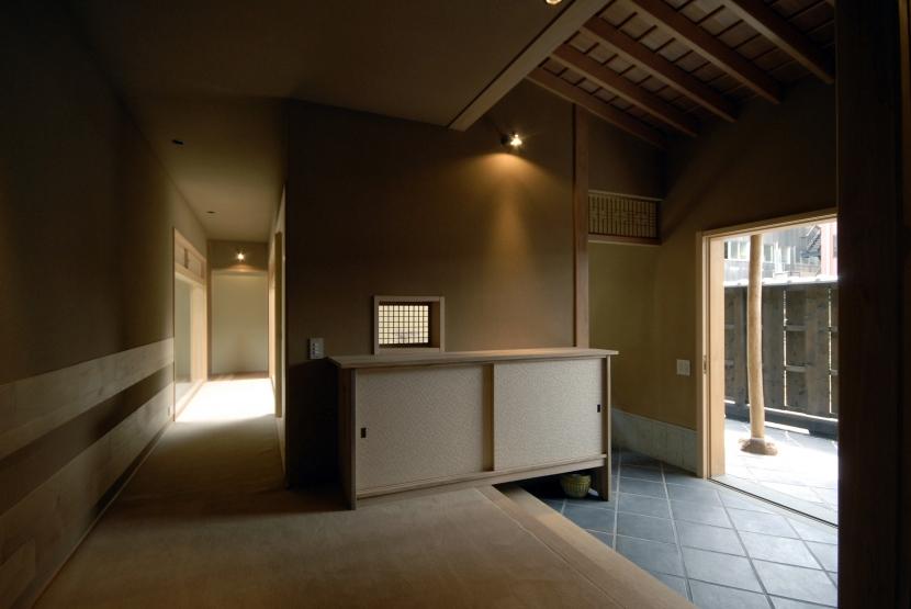 玄関 (車いすで生活するバリアフリー和風住宅/地の家)