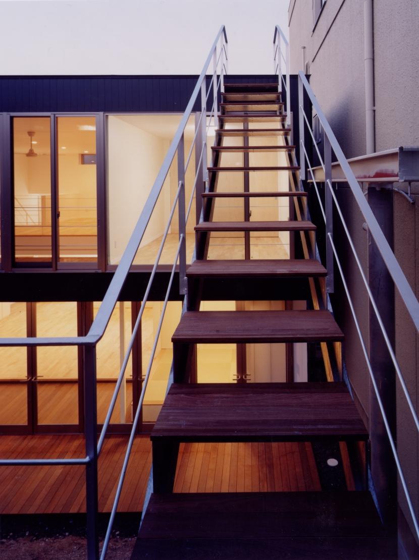 中村の家の部屋 屋上テラスへの階段