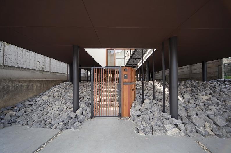 アキシマのいえの写真 建物を地面から浮かせた平屋