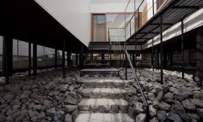 玄関アプローチ階段|アキシマのいえ