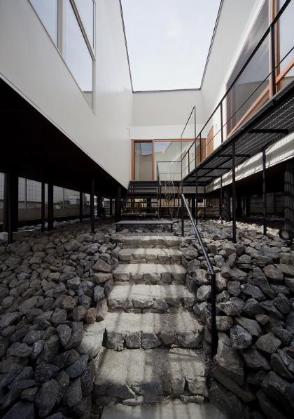アキシマのいえの写真 玄関アプローチ階段