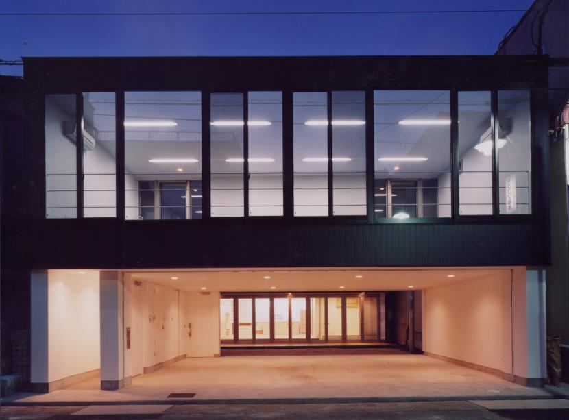 中村の家 (外観夕景)