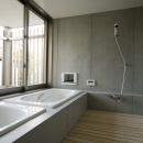 水風呂浴槽のあるバスルーム