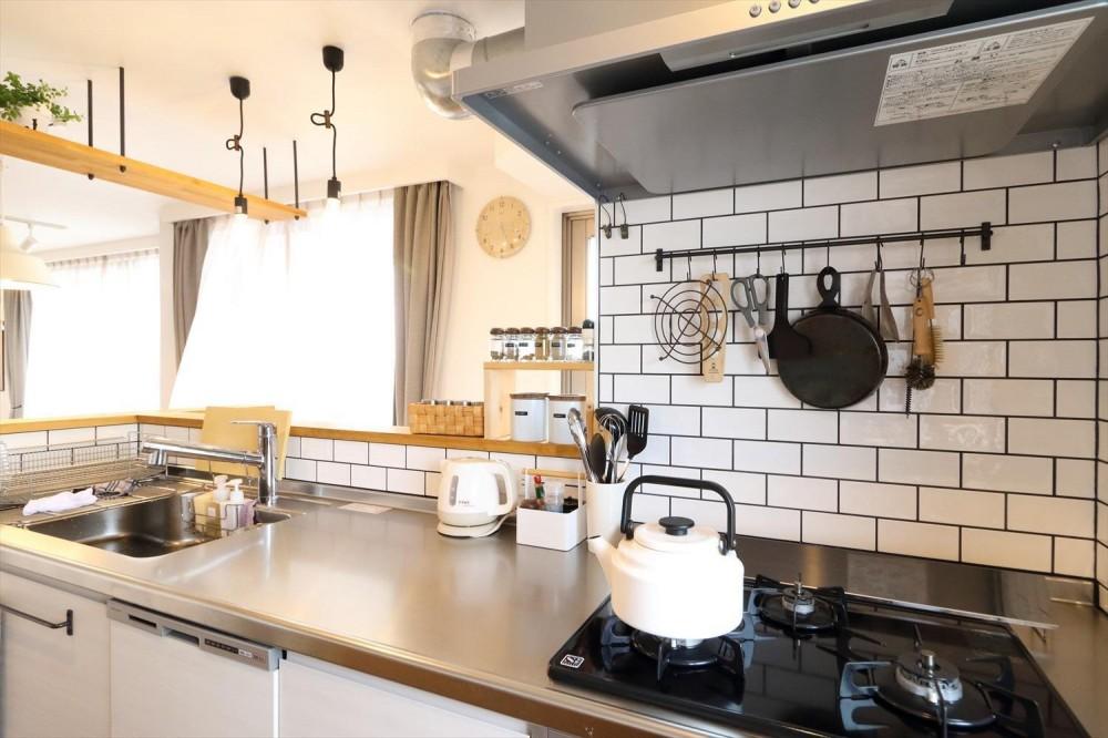 小上がりとワークスペースのあるリノベーション (キッチン)