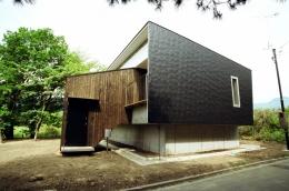 塩原の週末の家 (杉板と金属板による外壁)