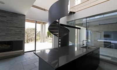 那須の家 (アイランドキッチンと螺旋階段)