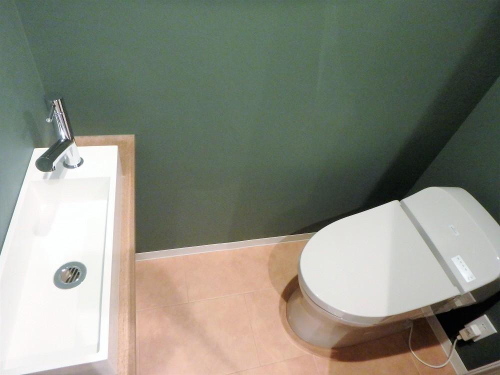 自然素材に囲まれたあたたかい空間 (トイレ)