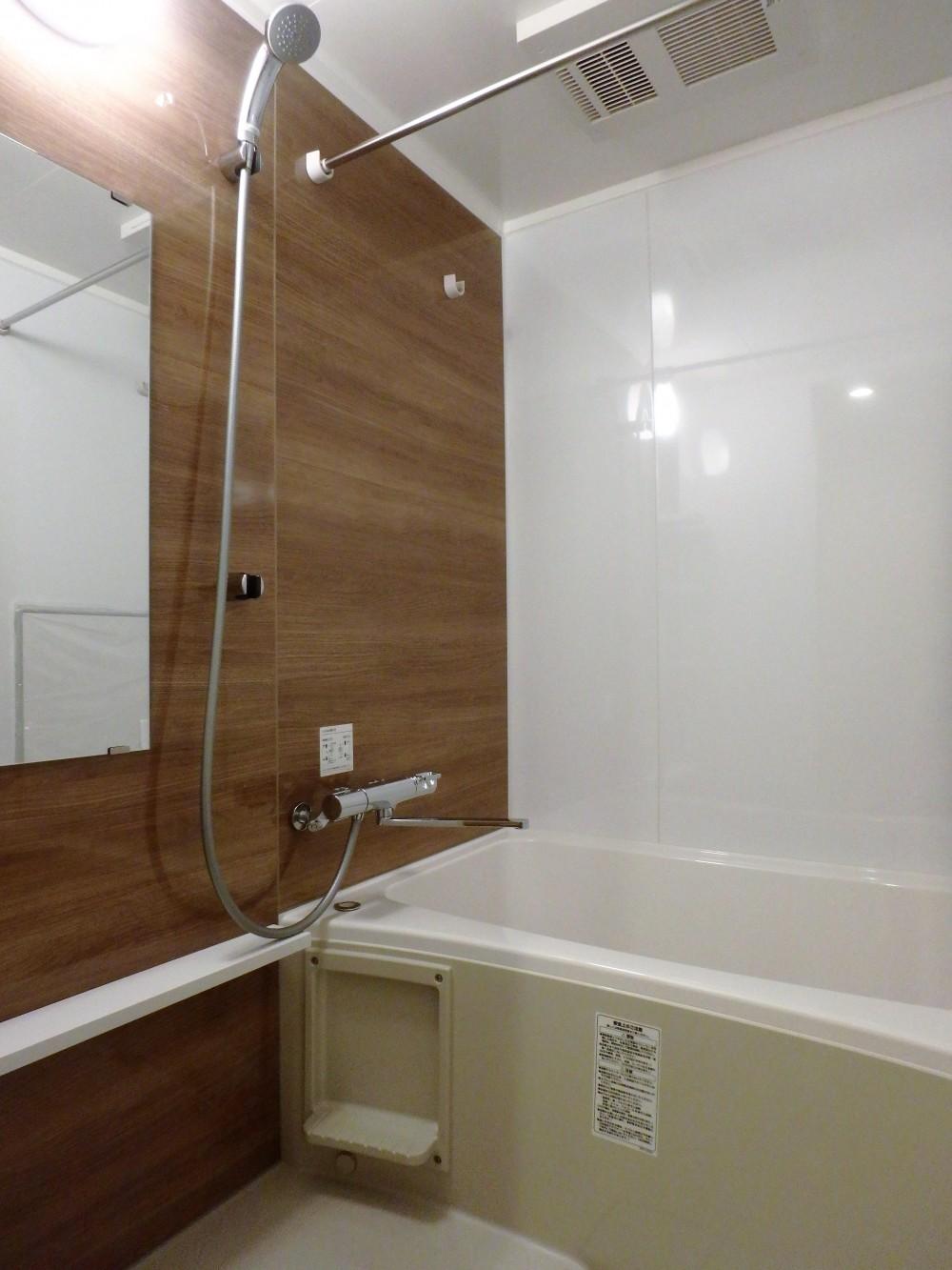 自然素材に囲まれたあたたかい空間 (バスルーム)