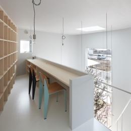 大口の家 / 五角形の曲線を持つデザイナーのアトリエハウス (スタディスペース)