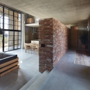 森町の家 / インダストリアルデザインと自然を取り込むコンクリートハウスの写真 玄関