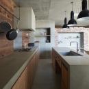 森町の家 / インダストリアルデザインと自然を取り込むコンクリートハウスの写真 キッチン