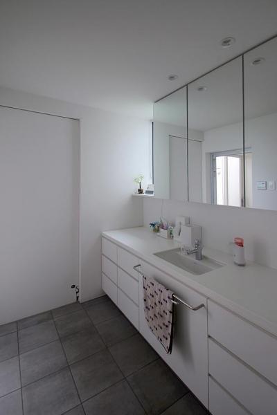 洗面室 (群馬県太田市 House M -3つのリビング-)