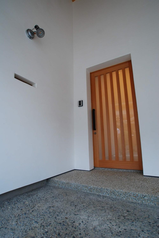 サンルームのあるUMSTの舎 (玄関扉)