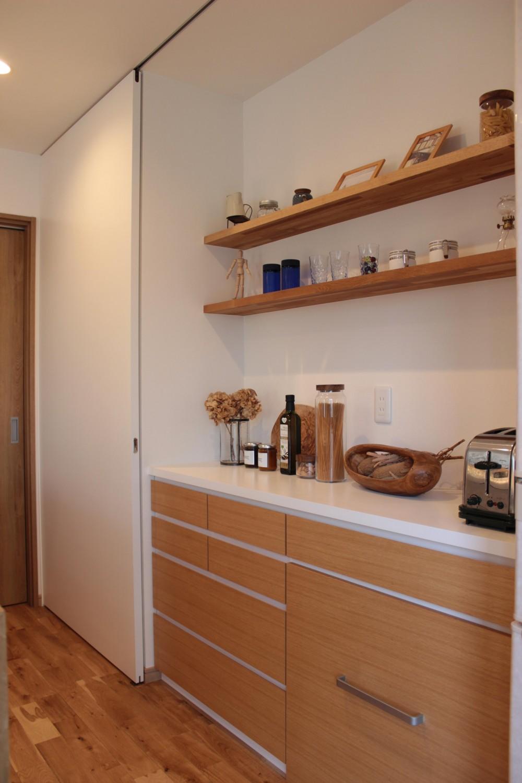 増築で実現!夢の広々リビングと対面キッチン (オーダー家具)