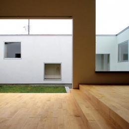 群馬県太田市 House OG -風の抜ける中庭- (開放的なリビング)
