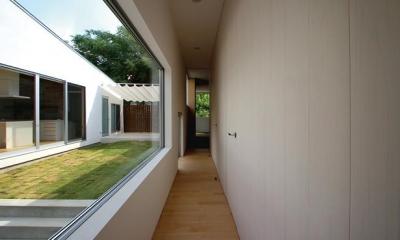 群馬県太田市 House OG -風の抜ける中庭- (廊下)