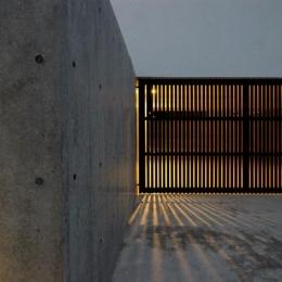 群馬県太田市 House OG -風の抜ける中庭- (ガレージ)