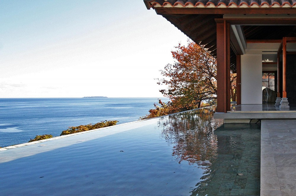 熱海の家 (水盤/寝室テラス)