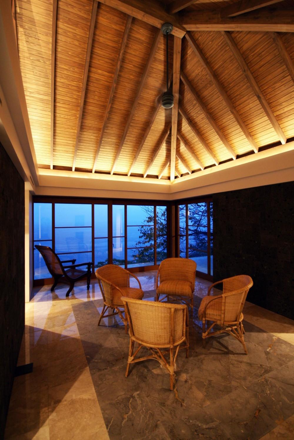 熱海の家 (夜景/メインルーム)