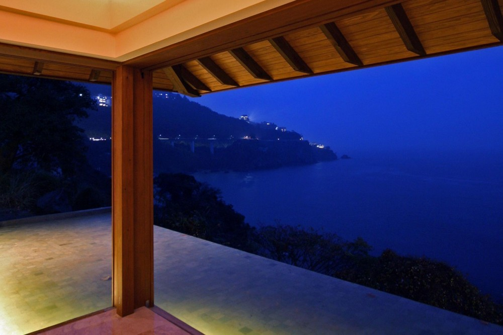 熱海の家 (夜景/寝室)