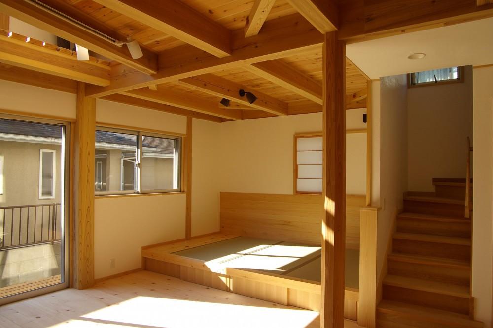コンパクトな木の家 (タタミコーナー)