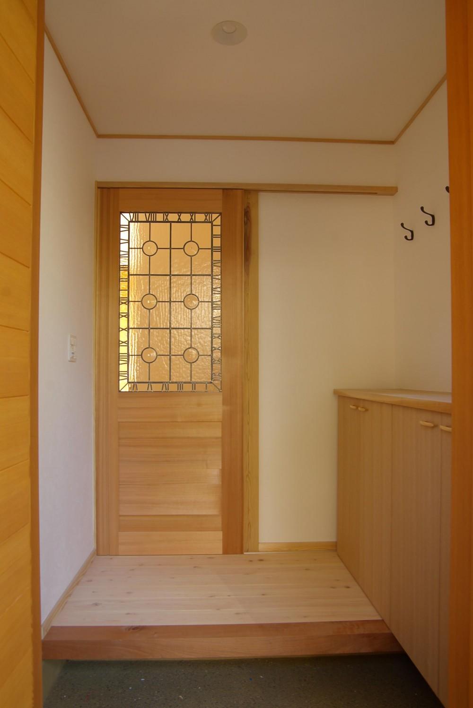 コンパクトな木の家 (玄関)