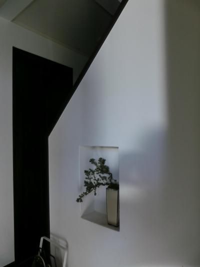『手わざのコダワリ』と新しい建築技術の融合:東京都杉並区K様邸 (1階玄関脇ニッチ)