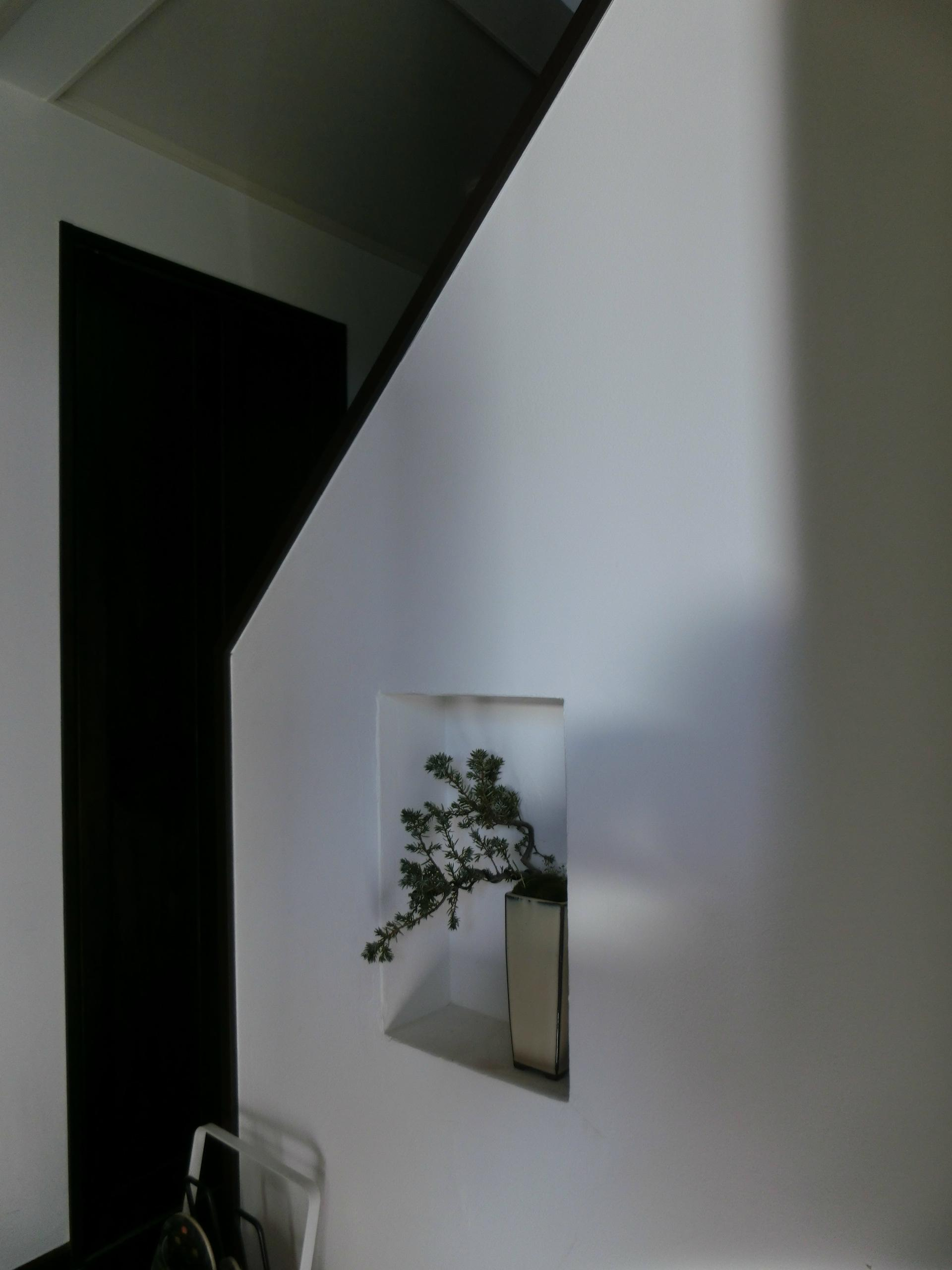 『手わざのコダワリ』と新しい建築技術の融合:東京都杉並区K様邸の写真 1階玄関脇ニッチ