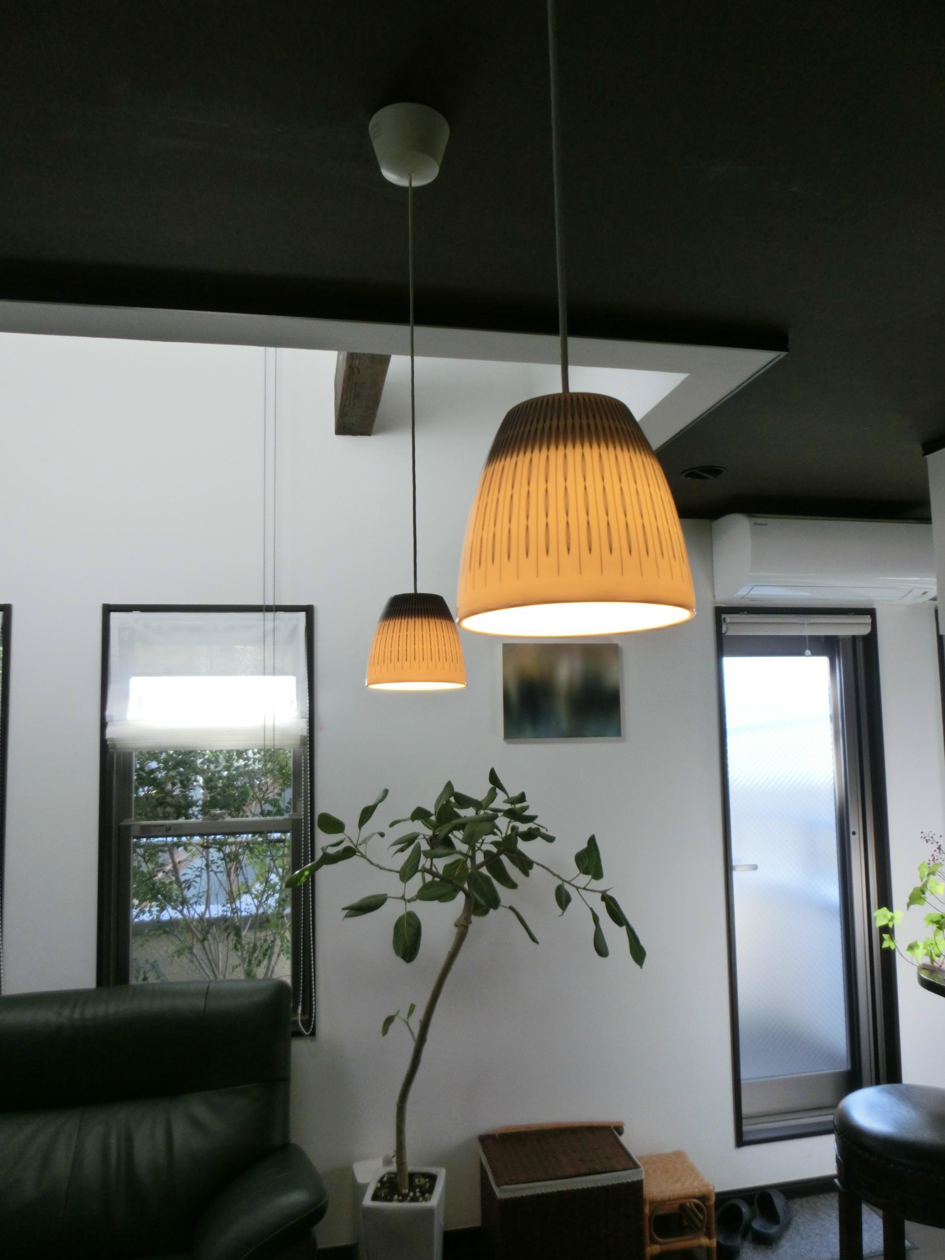 『手わざのコダワリ』と新しい建築技術の融合:東京都杉並区K様邸の写真 2階ダイニングテーブルのコードペンダント照明