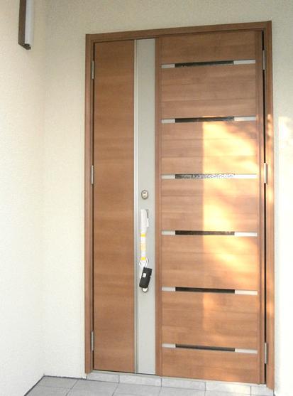 耐震補強で二世帯住宅の全面リフォーム:東京都小金井市T様邸 (玄関)