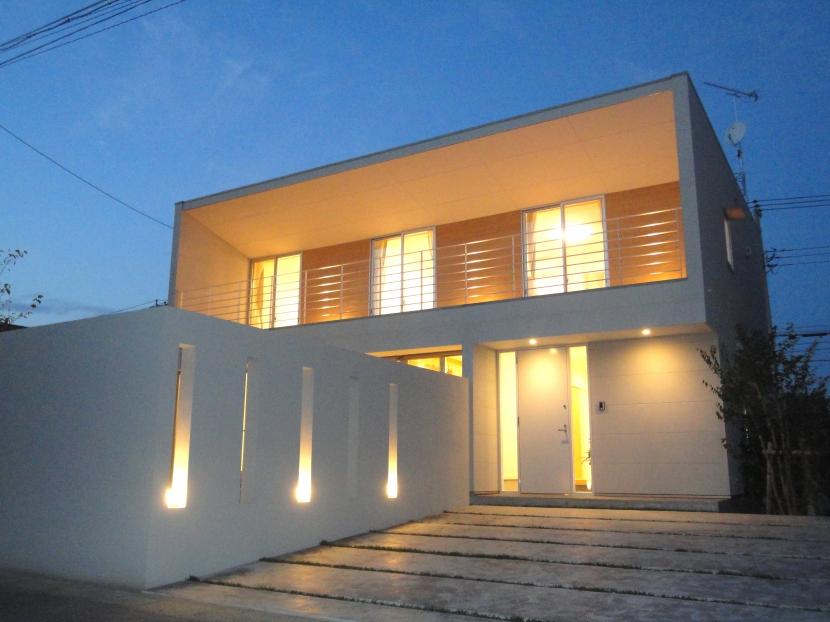 香澄の家 (外観-夕景)